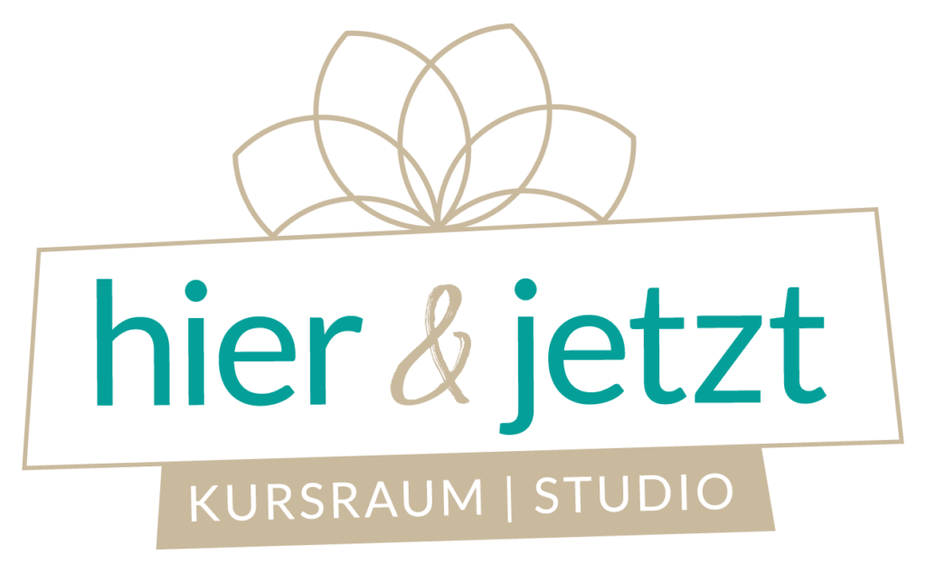 """Logo von """"hier & jetzt - Kursraum   Studio"""" von YOGAINA"""